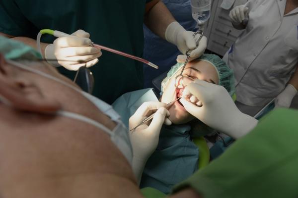dentis-kurzus-mutet-105370A193-C8DE-A7E1-3968-7C841D2CDDF5.jpg